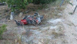 Yol kenarından Yürüyüş yapan kadınlara motosiklet çarptı mezarlığa savruldular: 4 yaralı