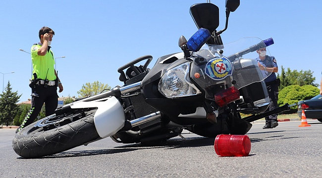 Karaman'da otomobil ile motosikletli Trafik Polisi çarpıştı 1 polis yaralı
