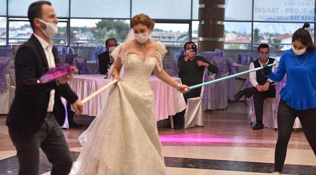 Düğünler Üç Saati Geçmeyecek