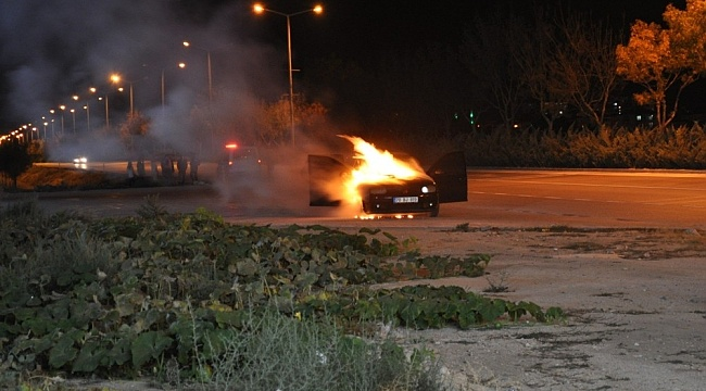 Karaman'da Seyir halindeki otomobil biranda alev topuna döndü