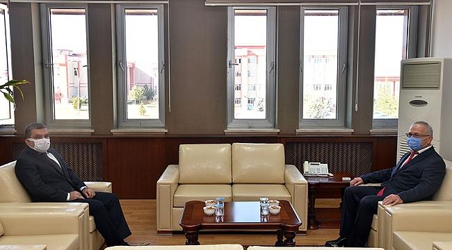 Vali Mehmet Alpaslan Işık'tan Yeni Rektöre Ziyaret