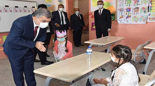 Koronavirüs hastası ve temaslı öğrencilere mazeret izni verilecek