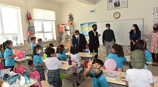 Vali Işık, İlk Ders'te İbrahim Bey ilkokulunda öğrencilerin sevincine ortak oldu